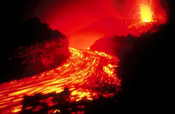 Evening-splendor-volcanoes-national-park-hawaii-united-states-475x728